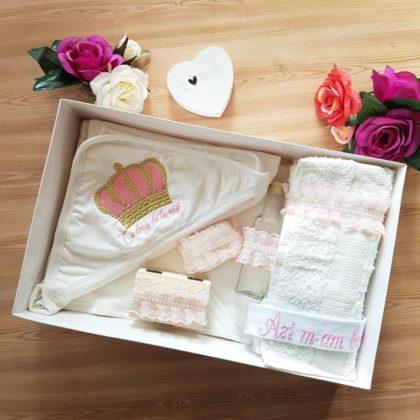 trusou botez - trusou botez coronita roz 420x420 - Trusou botez 7 piese model Coronita roz