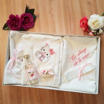 trusou botez - trusou botez hello kitty bebelusi 420x420 - Trusou botez 6 piese, roz Hello Kitty